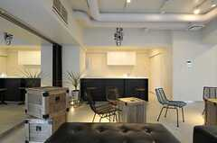 コマクロはキッチンも併設しています。(2013-03-01,共用部,LIVINGROOM,2F)