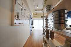 廊下から見たラウンジCookの様子。(2013-03-01,共用部,LIVINGROOM,6F)
