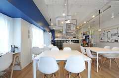 清潔感のある空間です。(2013-03-01,共用部,LIVINGROOM,6F)