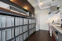 部屋ごとに分けられた食材などを置けるスペース。(2013-03-01,共用部,OTHER,9F)