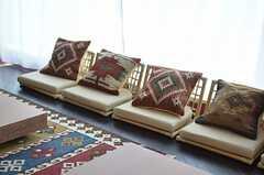 座椅子もあります。(2013-03-01,共用部,OTHER,12F)