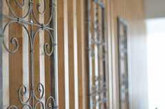 格子に飾られたアイアンワーク。(2013-03-01,共用部,OTHER,12F)