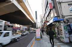 東急田園都市線・駒沢大学駅からシェアハウスへ向かう道の様子。(2013-06-11,共用部,ENVIRONMENT,1F)