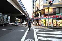 東急田園都市線・駒澤大学駅からシェアハウスに向かう道の様子。(2010-11-22,共用部,ENVIRONMENT,1F)