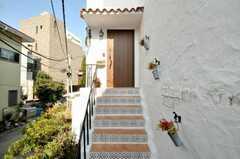 階段にはかわいいタイル。(2009-12-17,周辺環境,ENTRANCE,1F)