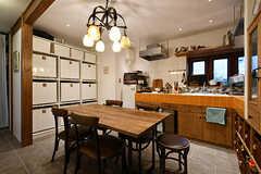 ダイニングの様子2。キッチンが併設されています。(2018-02-01,共用部,LIVINGROOM,1F)