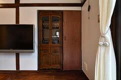 アンティークの棚は壁にすっぽりと埋め込まれています。(2018-02-01,共用部,LIVINGROOM,1F)