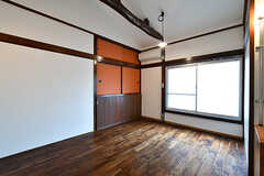 専有部の様子。天井には梁が見えています。(205号室)(2018-02-01,専有部,ROOM,2F)