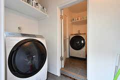 ドラム式洗濯機の様子。(2018-02-01,共用部,LAUNDRY,1F)