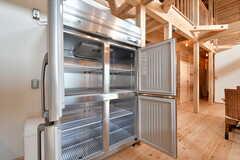 業務用冷蔵庫の様子2。大容量。(2020-03-27,共用部,KITCHEN,1F)