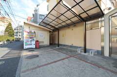 門扉の外にも駐輪場は用意されています。(2014-01-20,共用部,GARAGE,1F)