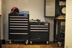 ガレージに置かれたツールボックスには、余った部品を格納しシェアする予定なのだとか。(2014-01-20,共用部,OTHER,1F)