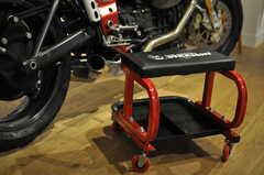 座ったまま、部品ごと移動できるキャスタースツール。(2014-01-20,共用部,OTHER,1F)