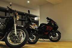 ガレージに並ぶバイク達。(2014-06-03,共用部,GARAGE,1F)