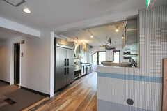 玄関から見た内部の様子。(2012-10-05,共用部,LIVINGROOM,3F)