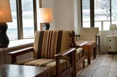 マグカップが似合いそうな窓辺。(2012-10-05,共用部,LIVINGROOM,3F)