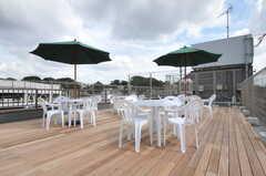 屋上テラスの様子2。イベントも開催予定なのだとか。(2012-10-05,共用部,OTHER,6F)