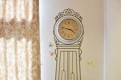柱時計のイラスト。文字盤は本物です。(2013-08-27,共用部,LIVINGROOM,1F)
