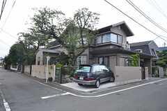 シェアハウスの外観。オーナーさん宅が併設されています。(2014-10-10,共用部,OUTLOOK,1F)