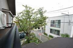 ベランダからはオーナーさん側の敷地に植えられた桜の木が見えます。お花見の時期が楽しみです。(203号室)(2014-10-10,専有部,ROOM,2F)