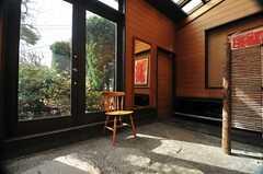 玄関脇のチェア。(2013-02-22,周辺環境,ENTRANCE,1F)