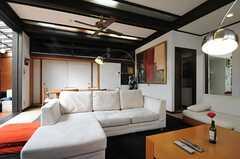 ソファもゆったり使えます。(2013-02-22,共用部,LIVINGROOM,1F)