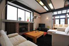 マントルピース(暖炉)もあります。(2013-02-22,共用部,LIVINGROOM,1F)