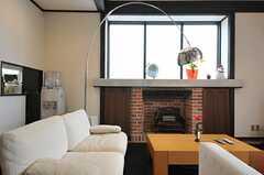 マントルピース上の窓からもしっかりと光が入ります。(2013-02-22,共用部,LIVINGROOM,1F)