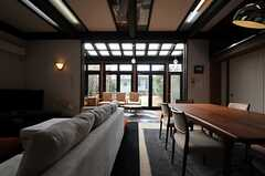 リビング側からサンルームを見るとこんな感じ。(2013-02-22,共用部,LIVINGROOM,1F)