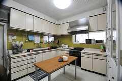 キッチンの様子。(2013-02-22,共用部,KITCHEN,1F)