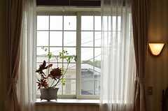 窓辺の様子。(204号室)(2013-02-22,専有部,ROOM,2F)