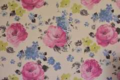 カラフルな花柄の壁紙です。(2015-05-29,共用部,LIVINGROOM,1F)