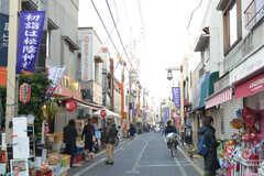 東急世田谷線・松陰神社駅周辺の様子。商店街があります。(2018-01-17,共用部,ENVIRONMENT,1F)