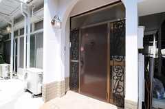 シェアハウスの正面玄関。(2013-05-10,周辺環境,ENTRANCE,1F)