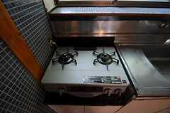 ガスコンロは2口です。(2013-05-10,共用部,KITCHEN,1F)
