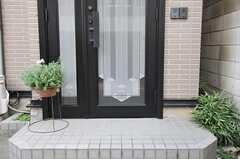 シェアハウスの玄関。(2013-10-20,周辺環境,ENTRANCE,1F)