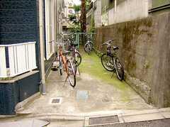 駐輪場の様子。(2005-07-14,共用部,GARAGE,)