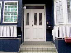 正面玄関の様子。(2005-07-14,周辺環境,ENTRANCE,1F)