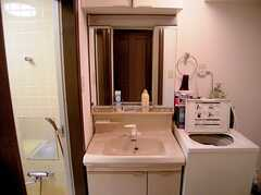 風呂の前にある洗面所(2005-07-14,共用部,TOILET,1F)