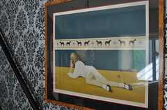 階段の壁面に飾られている絵画。(2011-05-10,共用部,OTHER,2F)