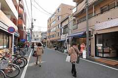 小さな商店も多いエリアです。(2013-02-23,共用部,ENVIRONMENT,1F)