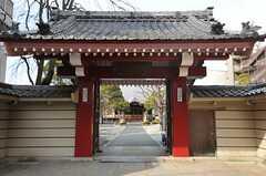 お寺もあります。(2013-02-23,共用部,ENVIRONMENT,1F)