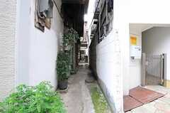 シェアハウスは路地の奥まった場所にあります。(2012-09-17,共用部,OUTLOOK,1F)