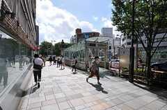 各線・明治神宮前駅の様子。(2012-09-17,共用部,TV,1F)