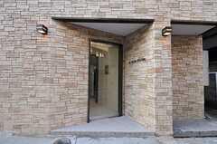 シェアハウスの玄関ドアの様子。(2010-12-28,周辺環境,ENTRANCE,1F)