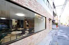外からは飲食店のように見えます。目隠しのため、カーテンが設置される予定です。(2010-12-28,共用部,OTHER,1F)