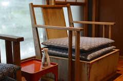 晩酌するときに良い気分に浸れそうな椅子。(2014-10-08,共用部,LIVINGROOM,1F)
