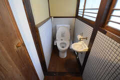 トイレはウォシュレット付きです。(2014-10-08,共用部,BATH,1F)