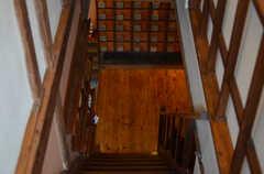 階段を見下ろすとこんな感じ。(2014-10-08,共用部,OTHER,2F)