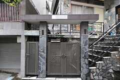 シェアハウスの門。(2012-11-23,周辺環境,ENTRANCE,1F)